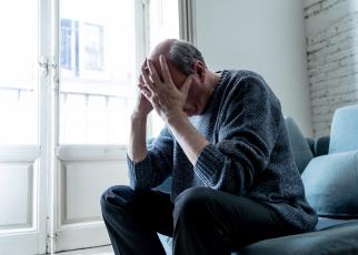 Mężczyzna z demencją starczą