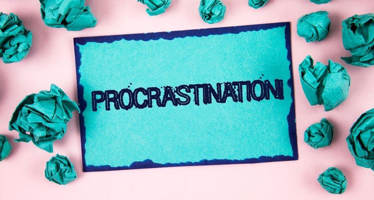 Grafika na temat problemu prokrastynacji, który rozwiązuje psycholog Beata Załucka-Gosk